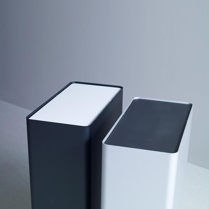 P-DREI Container schwarz und weiß