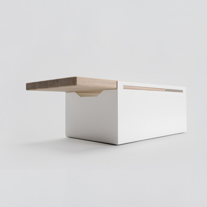 Breadbox white, oak board