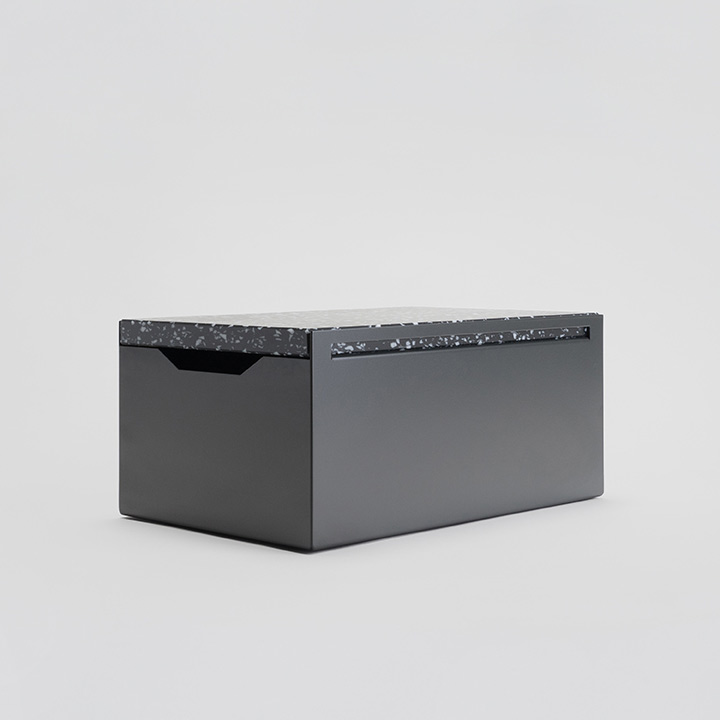 Breadbox anthracite, stracciatella board