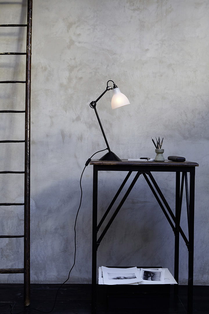 Lampe Gras Nr. 205 black/glas frosted