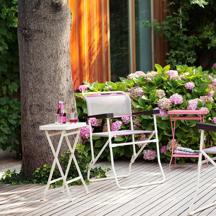 beistelltisch f r drinnen und drau en in vielen farben. Black Bedroom Furniture Sets. Home Design Ideas